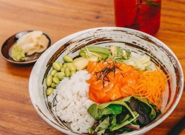 Bowl mit Lachs und Gemüse | Umibar Fusion Restaurant Köln